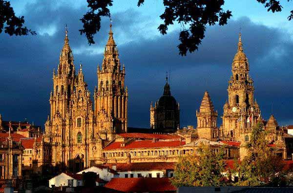 Il Cammino di Santiago di Compostela volo da Roma compreso volo+hotels 8 gg. - scade 31 luglio 2015